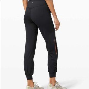 Vented Align Jogger / Black / Size 4